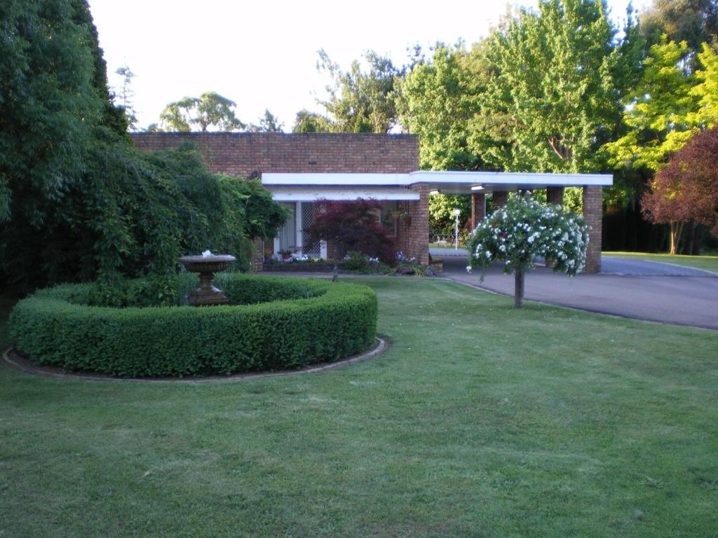 A garden outside Oxley Motel