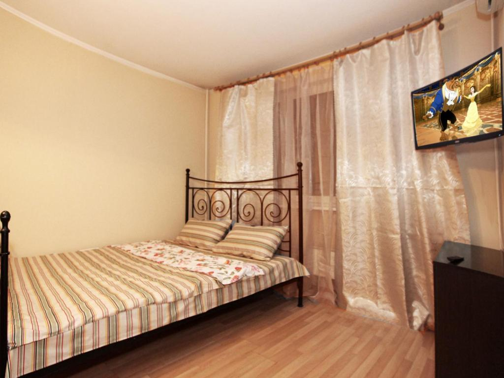 A bed or beds in a room at ApartLux Altufyevo