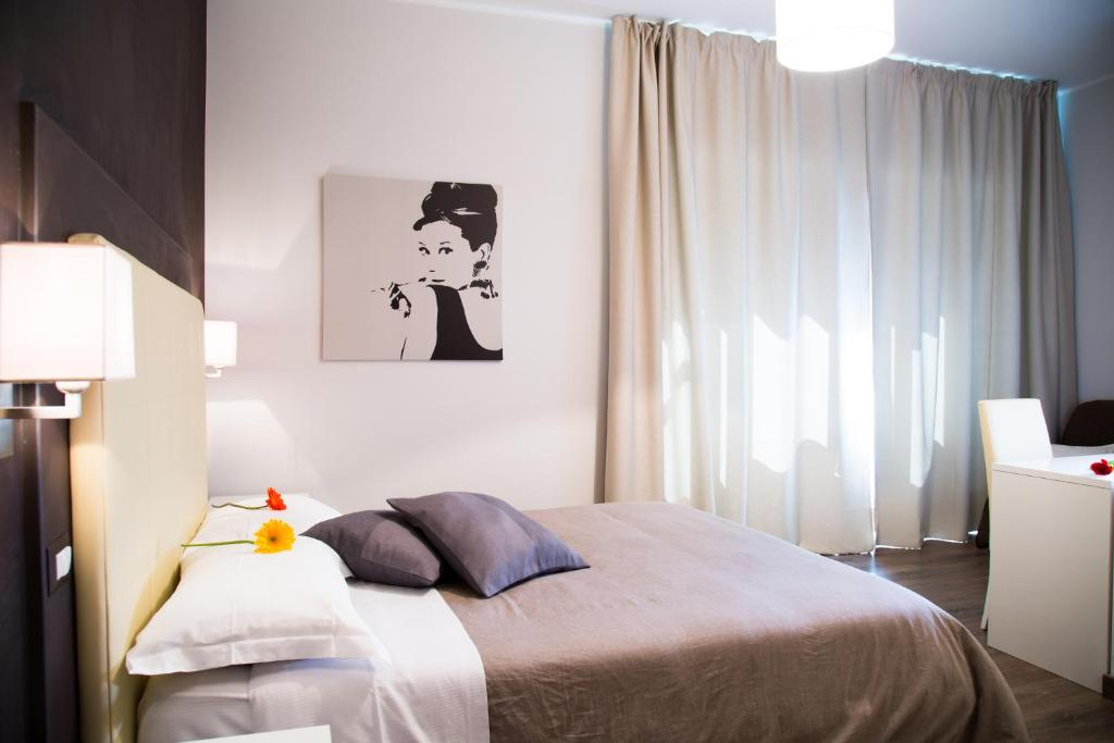 A bed or beds in a room at Modern BnB