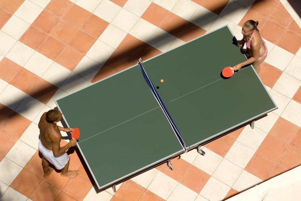 Настольный теннис в Riviera Hotel & Spa или поблизости