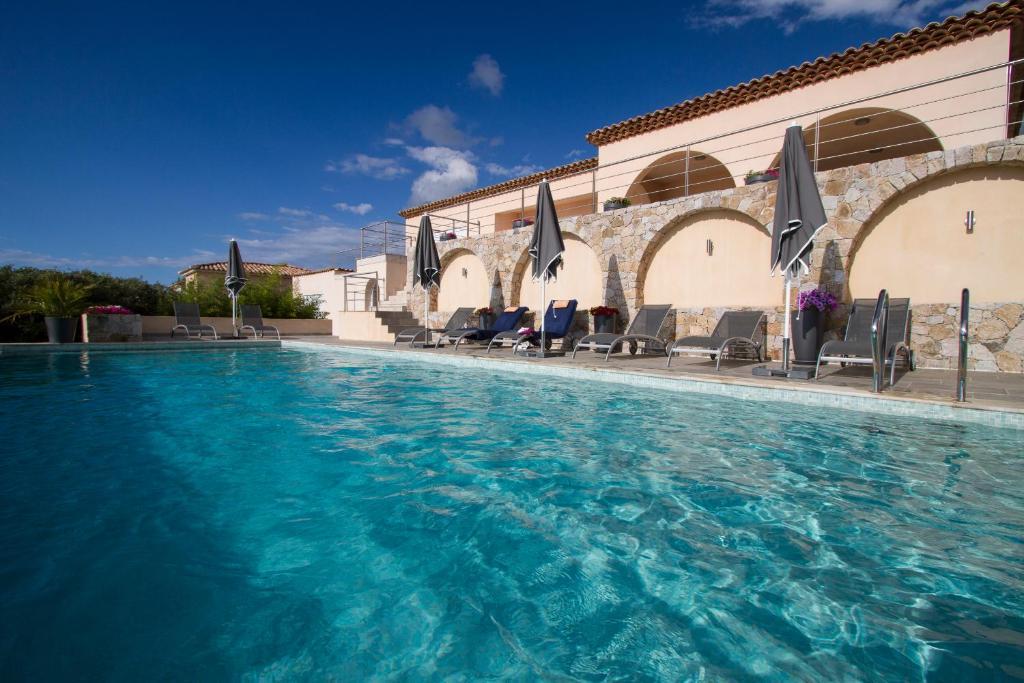 The swimming pool at or near Villa la Vista