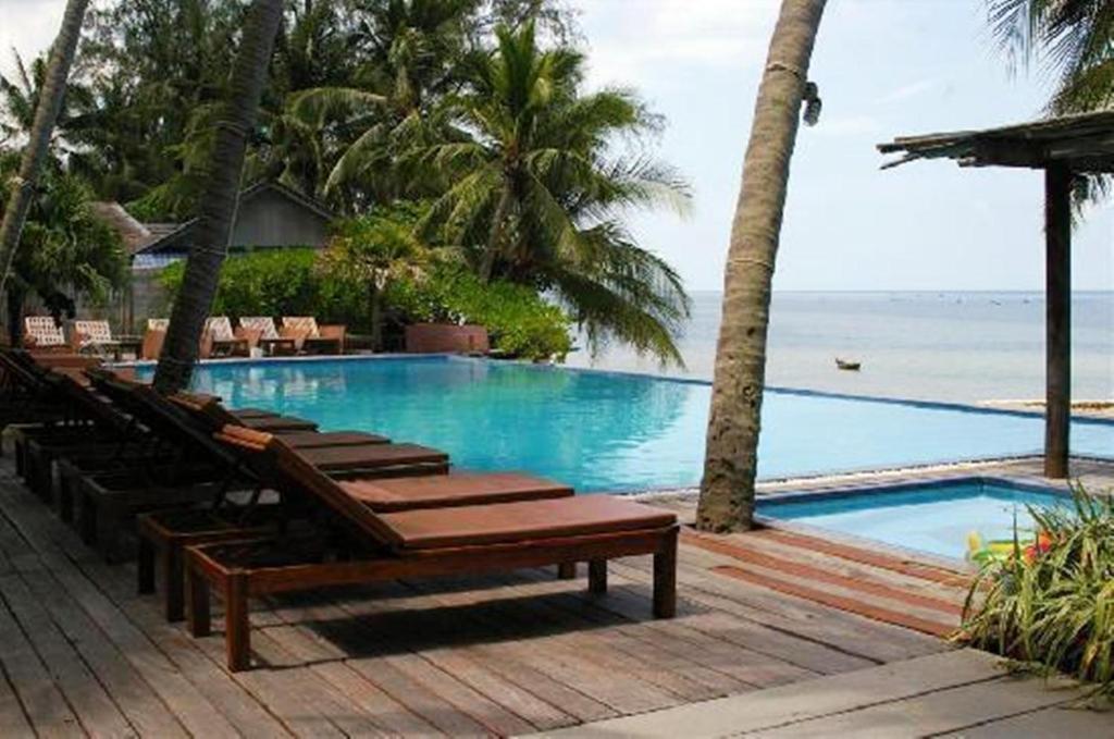 Swimmingpoolen hos eller tæt på Sunset Cove Resort