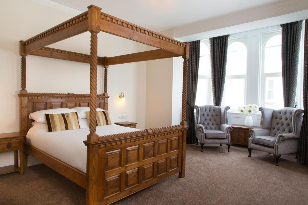 A bed or beds in a room at The Grosvenor Plymouth