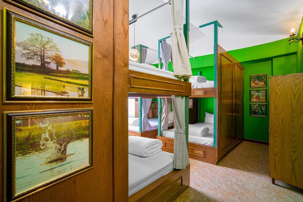 Phòng Tập Thể Deluxe Nam Nữ 8 Giường Hướng Phố