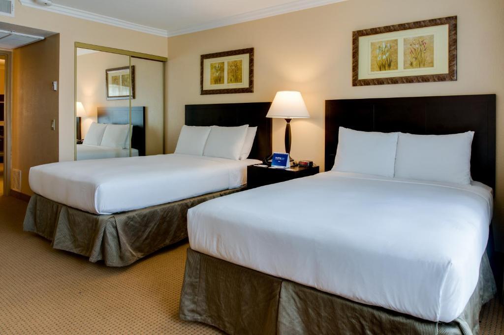 Radisson Suites Hotel Buena Park