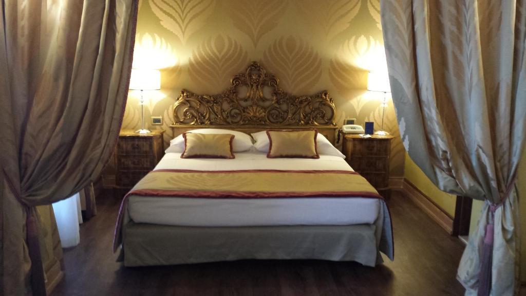 Łóżko lub łóżka w pokoju w obiekcie Hotel Amadeus