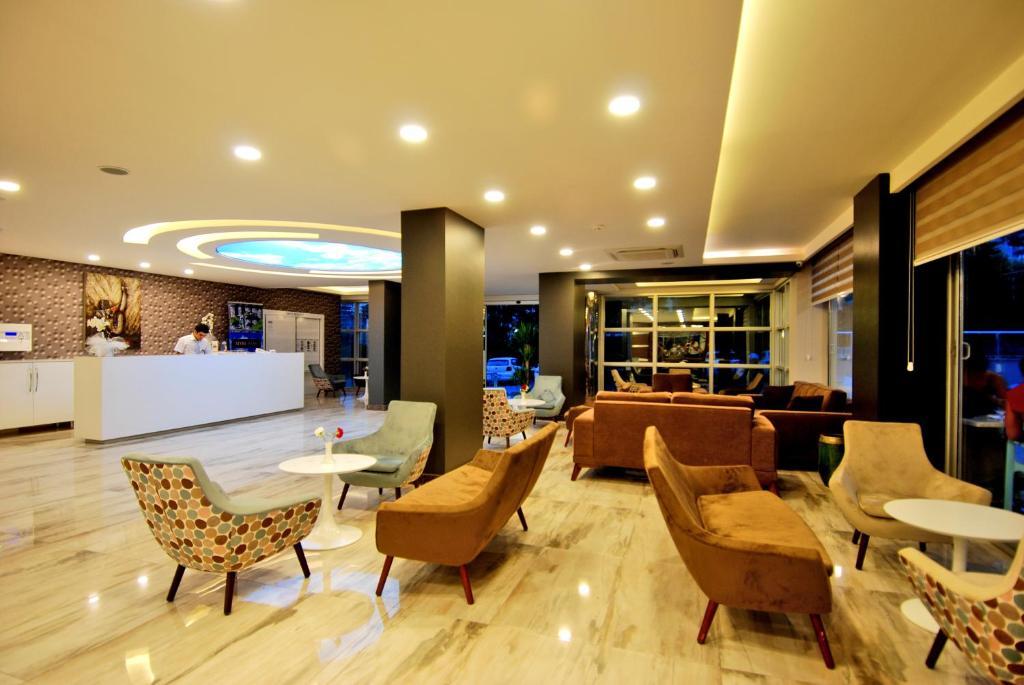 Лобби или стойка регистрации в Kleopatra Ramira Hotel - All Inclusive