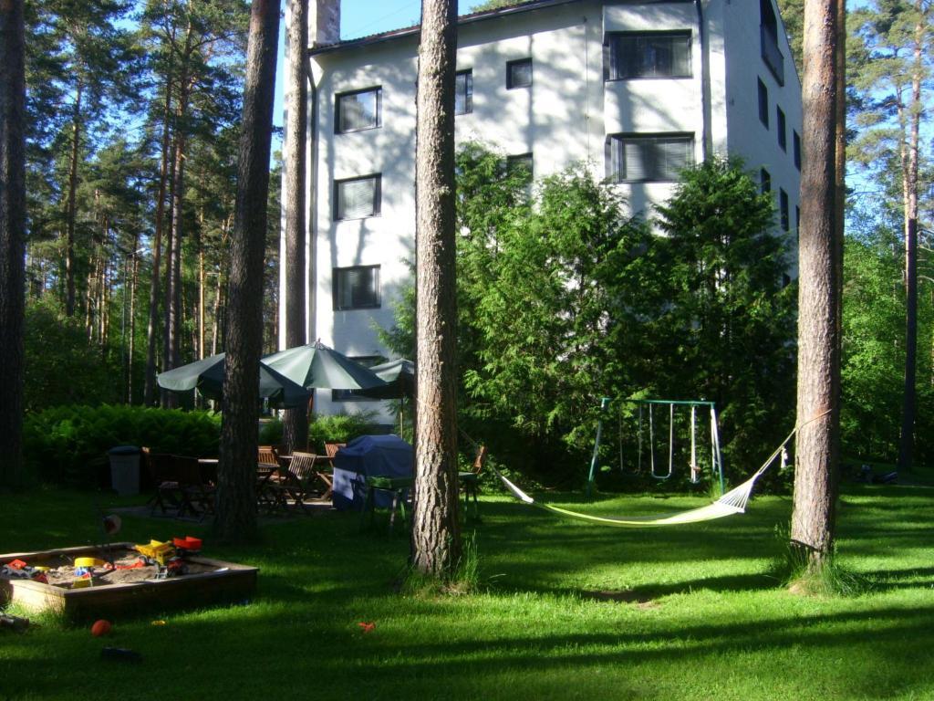 גינה חיצונית ב-Hotelli Mäntylinna