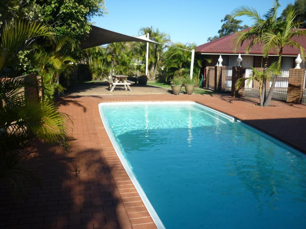 The swimming pool at or close to Bomaderry Motor Inn