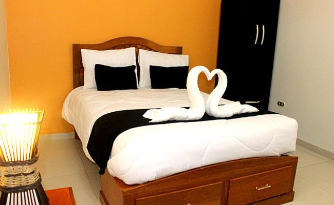 A bed or beds in a room at Hostal Universal Huaraz