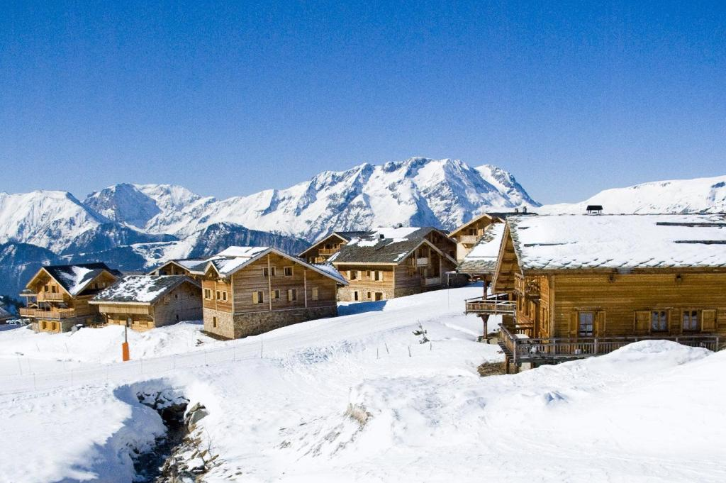 Madame Vacances Les Chalets de l'Altiport during the winter