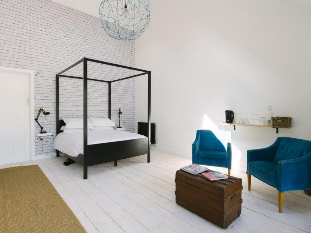 A bed or beds in a room at Westbrook Court