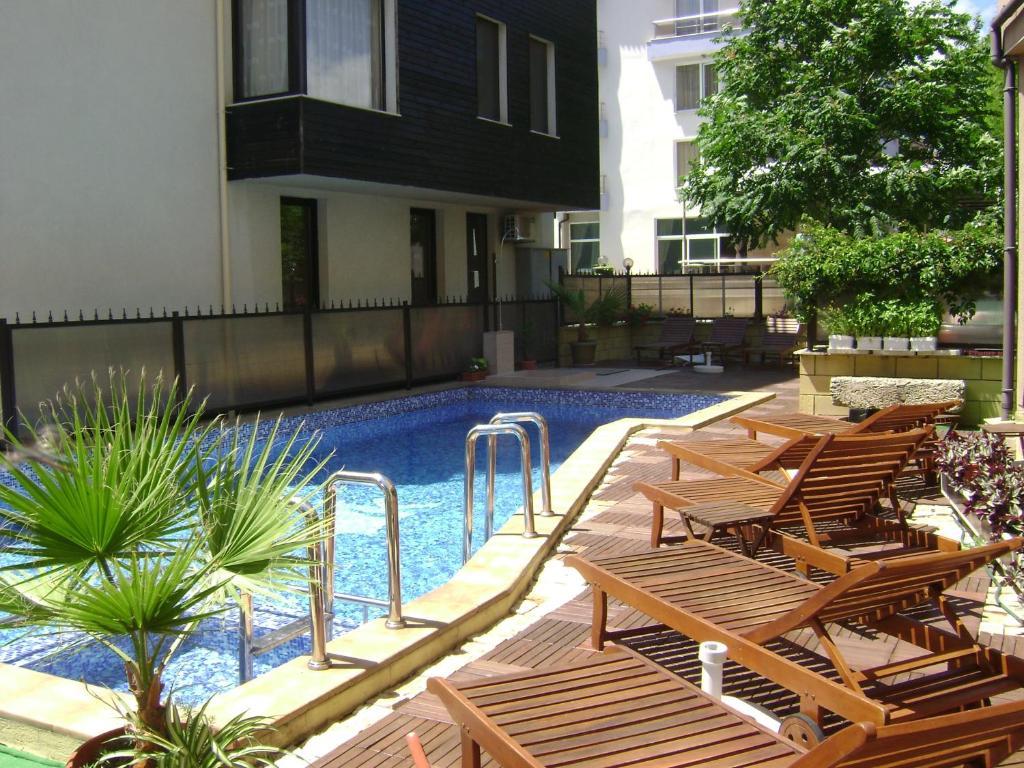 The swimming pool at or near Kandrovi Hotel