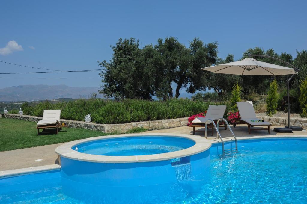 The swimming pool at or near Villa Nimertis