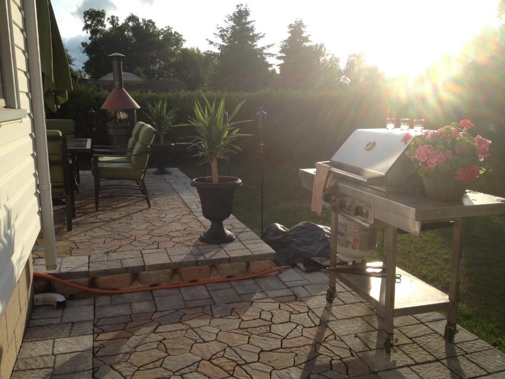 Barbecue disponible mis à disposition des clients de le B&B/chambre d'hôtes