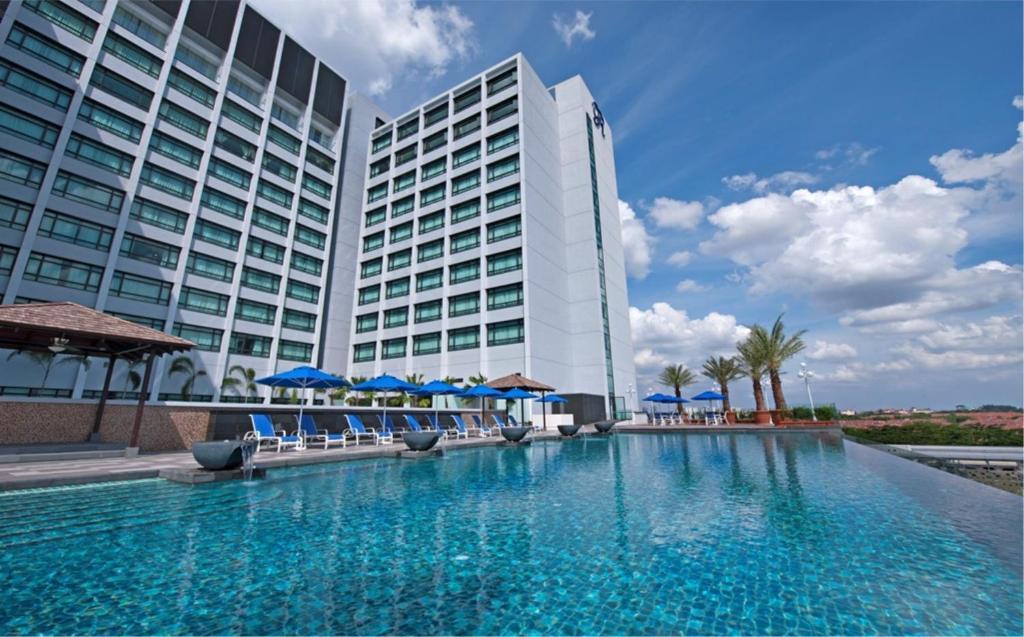 The swimming pool at or near Royale Chulan Damansara