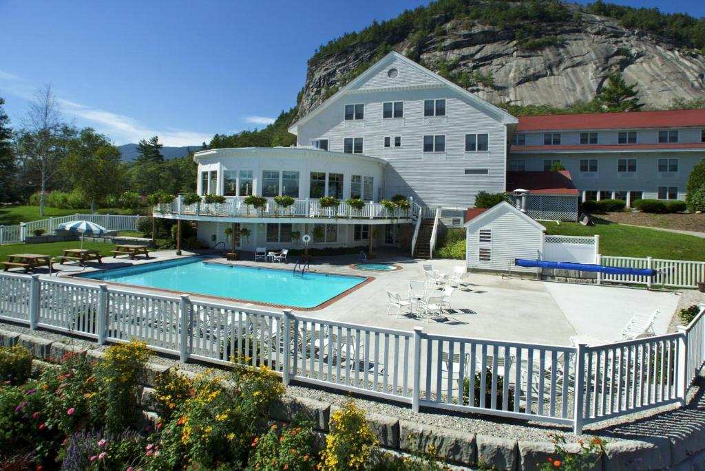 A view of the pool at White Mountain Hotel and Resort or nearby