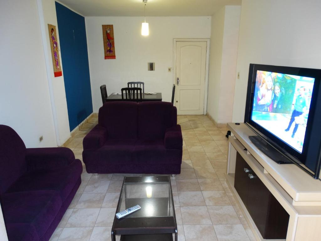 A television and/or entertainment center at Apartamento Centro Paraguay