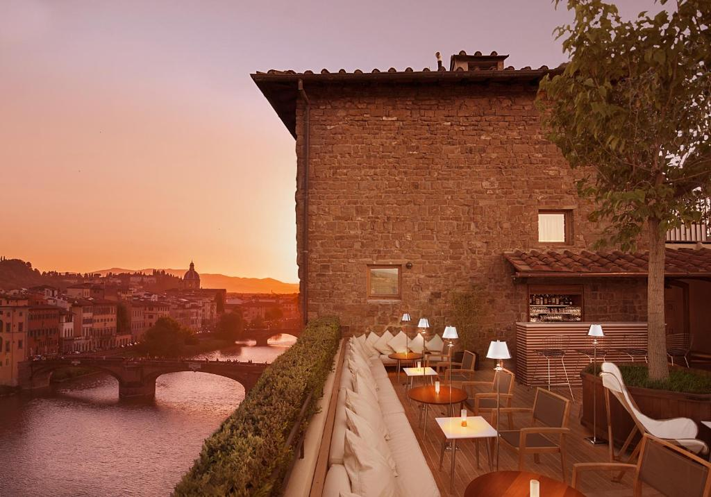 A balcony or terrace at Continentale - Lungarno Collection
