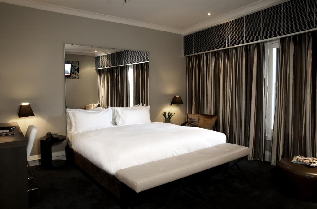 A bed or beds in a room at Kirketon Hotel Sydney