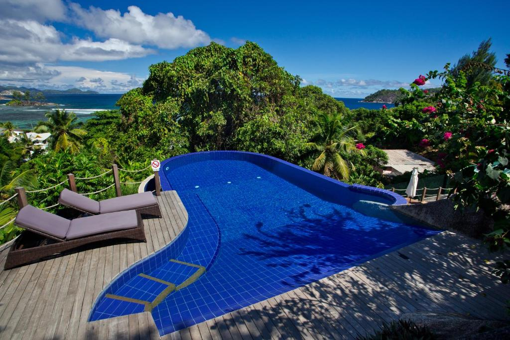 The swimming pool at or near Villas de Jardin