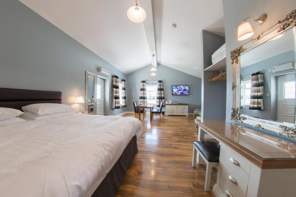 A bed or beds in a room at Silverstone Golf Club