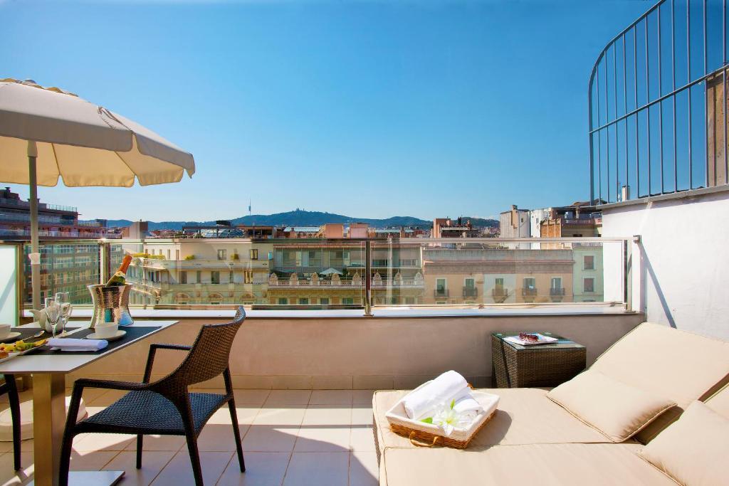 A balcony or terrace at Grupotel Gran Via 678