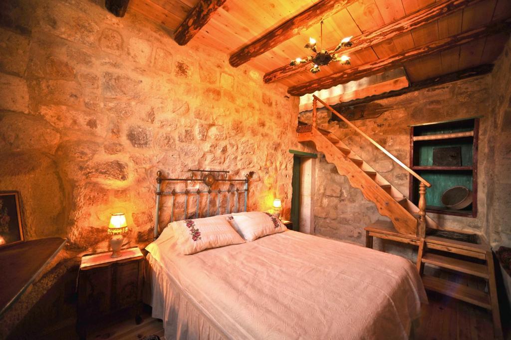 Anitya Cave House