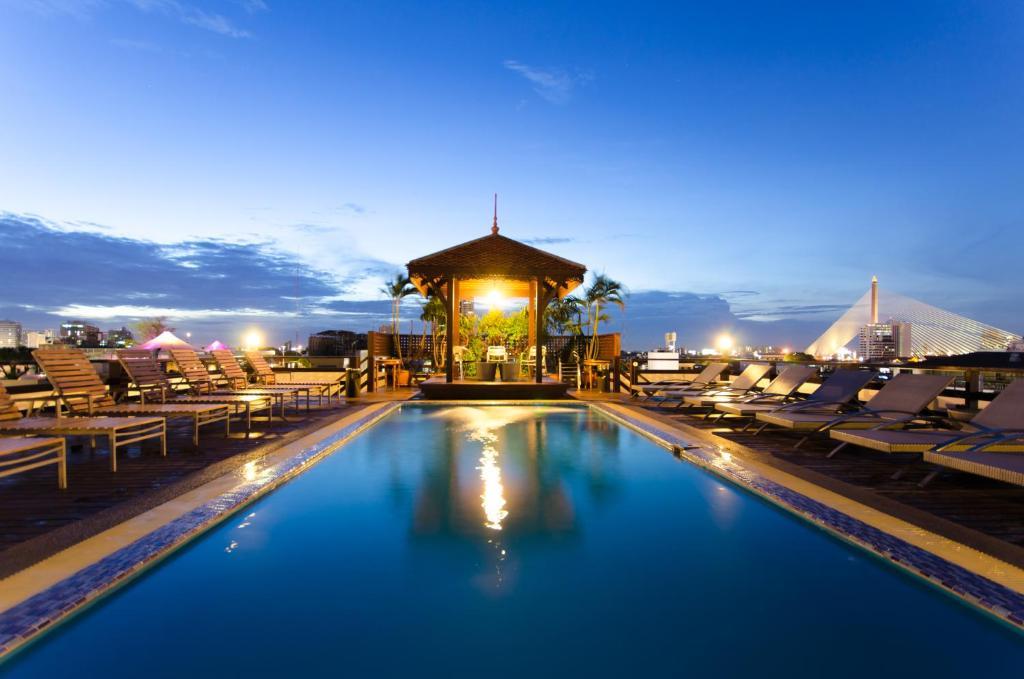 The swimming pool at or close to Khaosan Palace Hotel