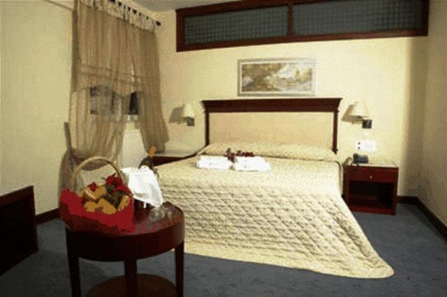Crithoni's Paradise Hotel