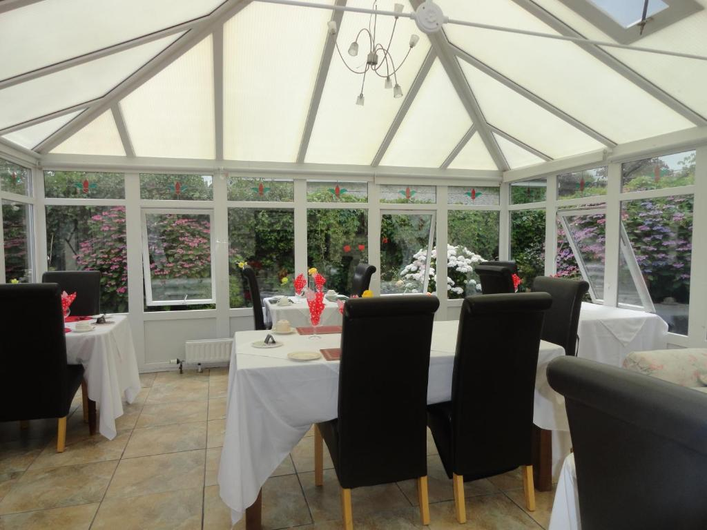 A restaurant or other place to eat at Orley House B&B