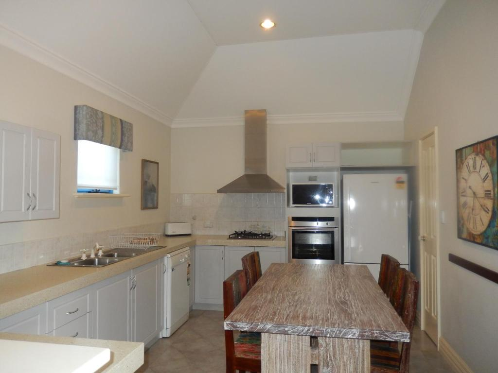 A kitchen or kitchenette at Manuel Towers Corporate Units