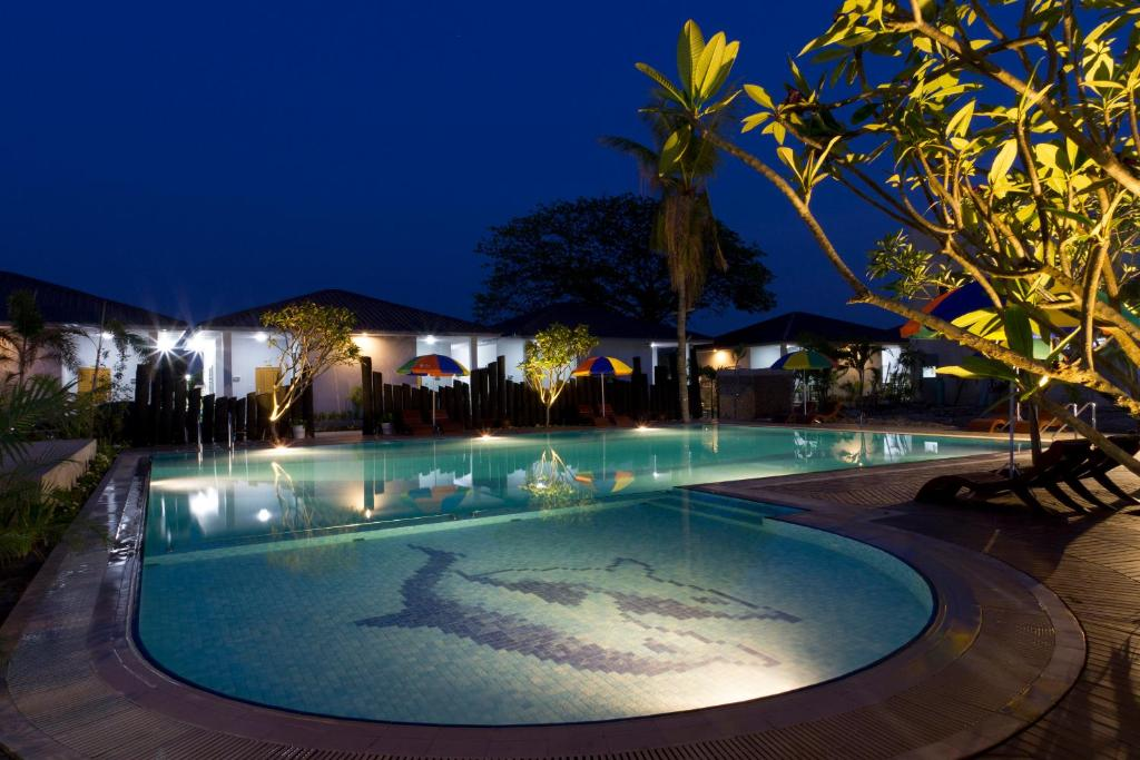 The swimming pool at or close to Triumph Hotel Mandalay