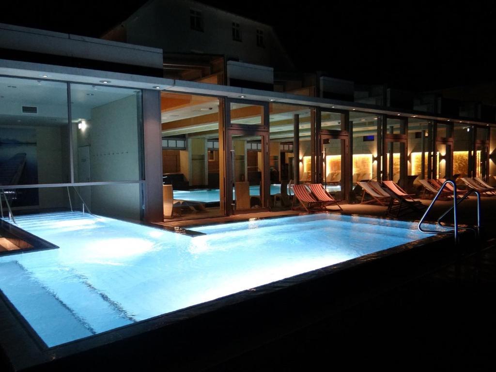 Der Swimmingpool an oder in der Nähe von Hotel und Restaurant Am Peenetal