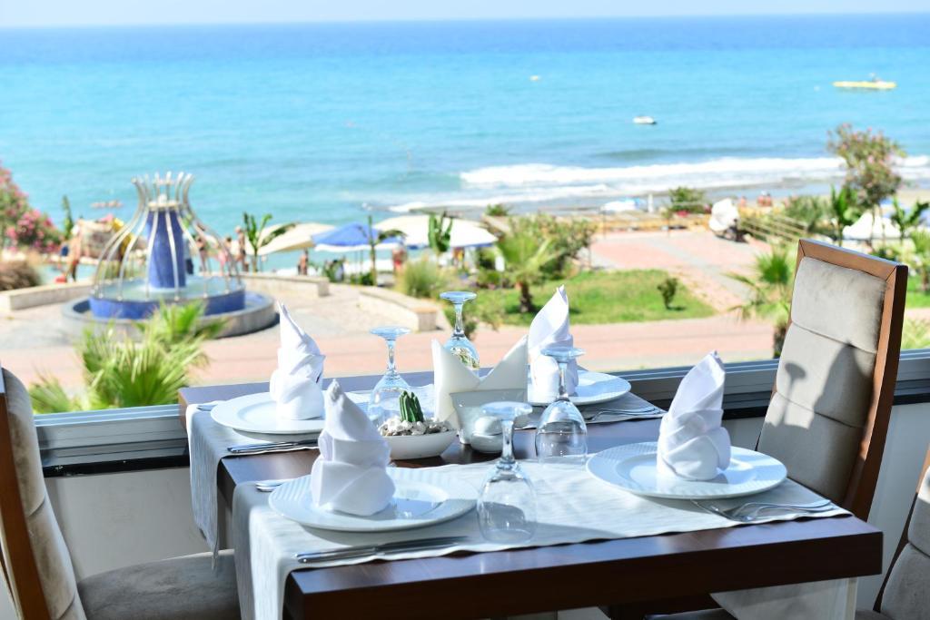 Ресторан / где поесть в KAILA BEACH HOTEL All Inclusive