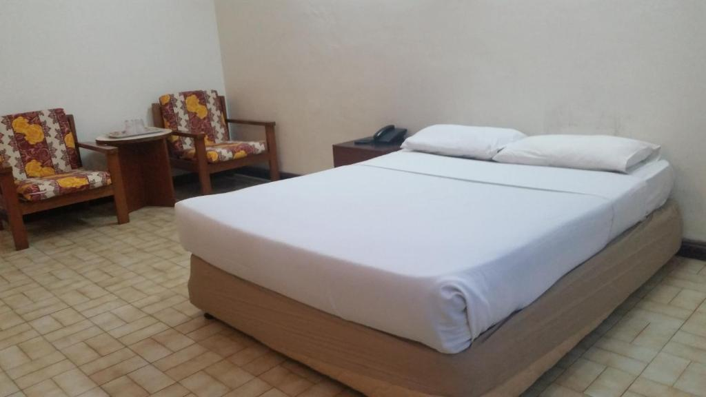 A bed or beds in a room at Hotel Meligai Kapit