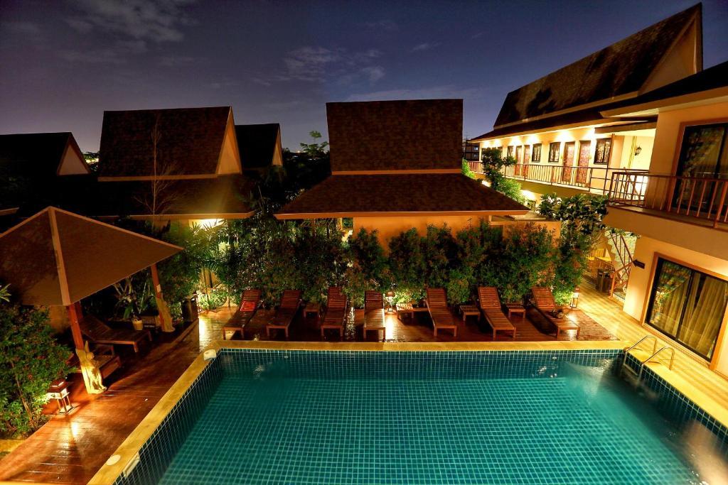 Piscina di PloyKhumThong Boutique Resort o nelle vicinanze