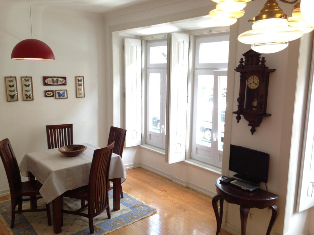 Enjoyable Apartment Alm Barroso Lisbon Portugal Booking Com Machost Co Dining Chair Design Ideas Machostcouk