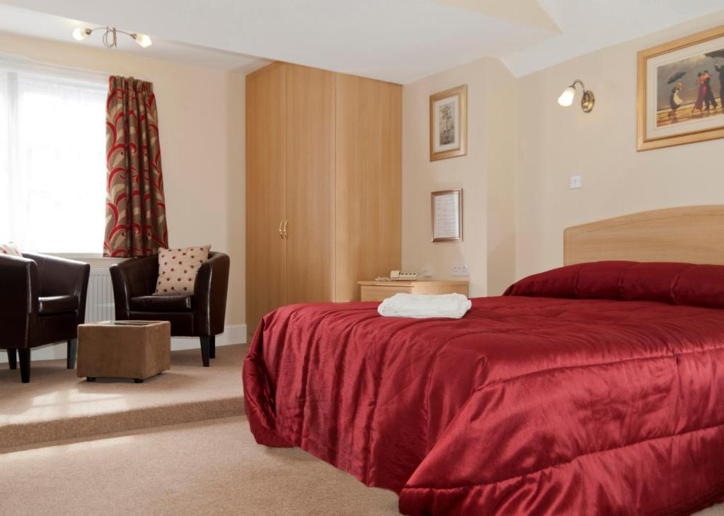 A bed or beds in a room at The Lord Lister Hotel