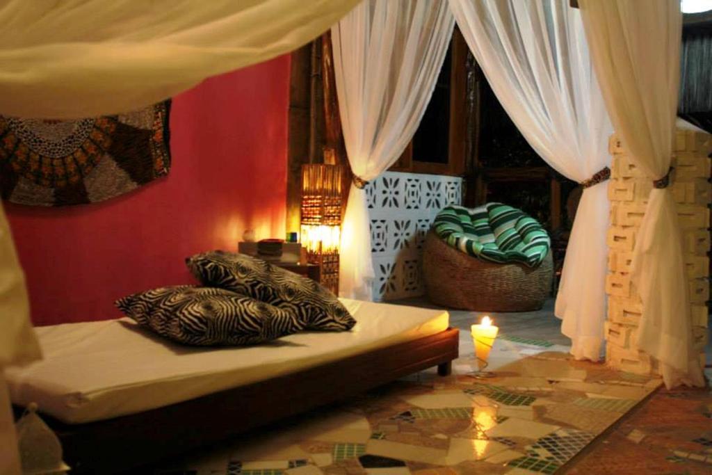 A bed or beds in a room at Pousada Matahari
