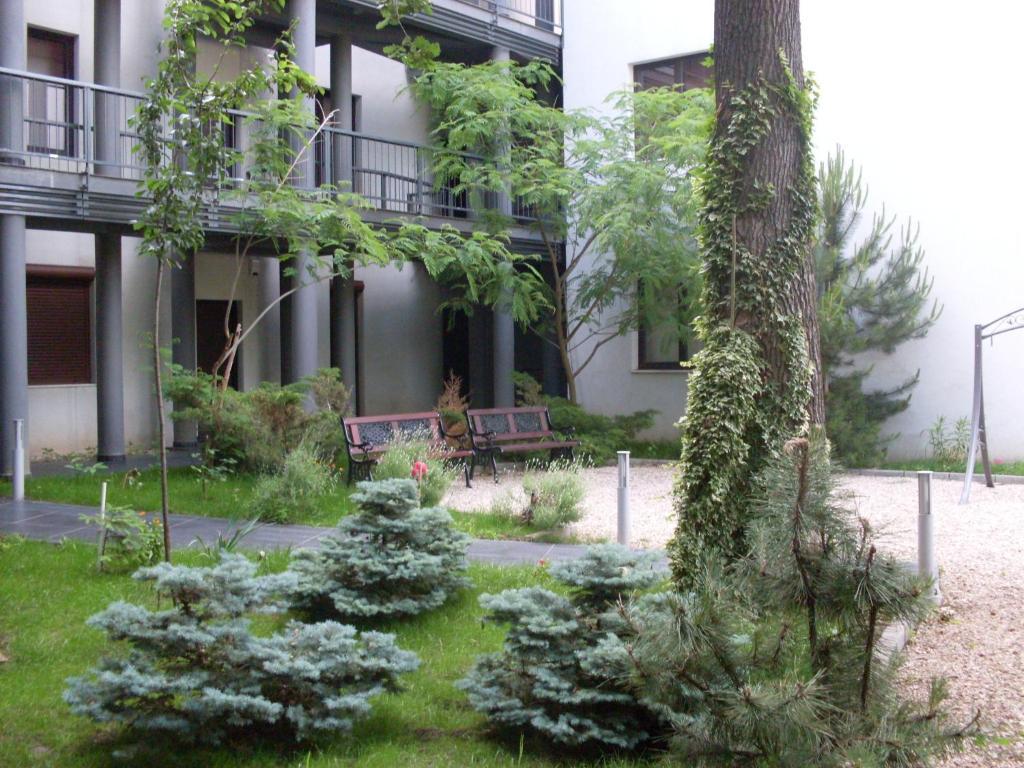 Clădirea în care este situat/ăaparthotelul