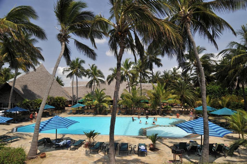 The swimming pool at or close to Bahari Beach Hotel