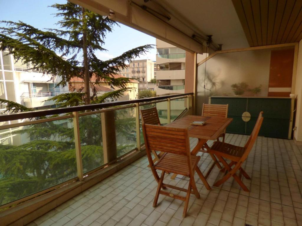 A balcony or terrace at Riviera Access - Petit Juas