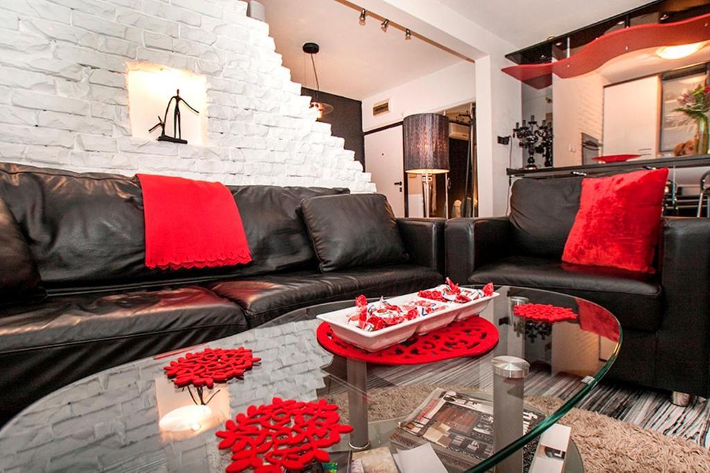 Apartment Black Red White (Serbien Belgrad) - Booking.com