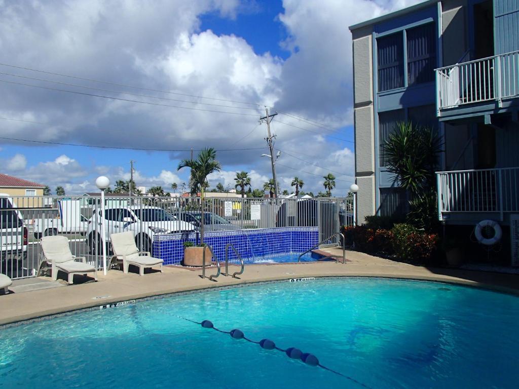 La Internacional Condominiums - by Island Services