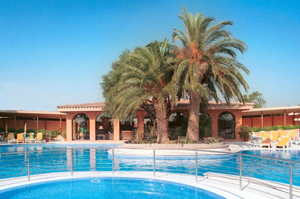 Het zwembad bij of vlak bij Luna Club Yoga & Spa Hotel 4Sup