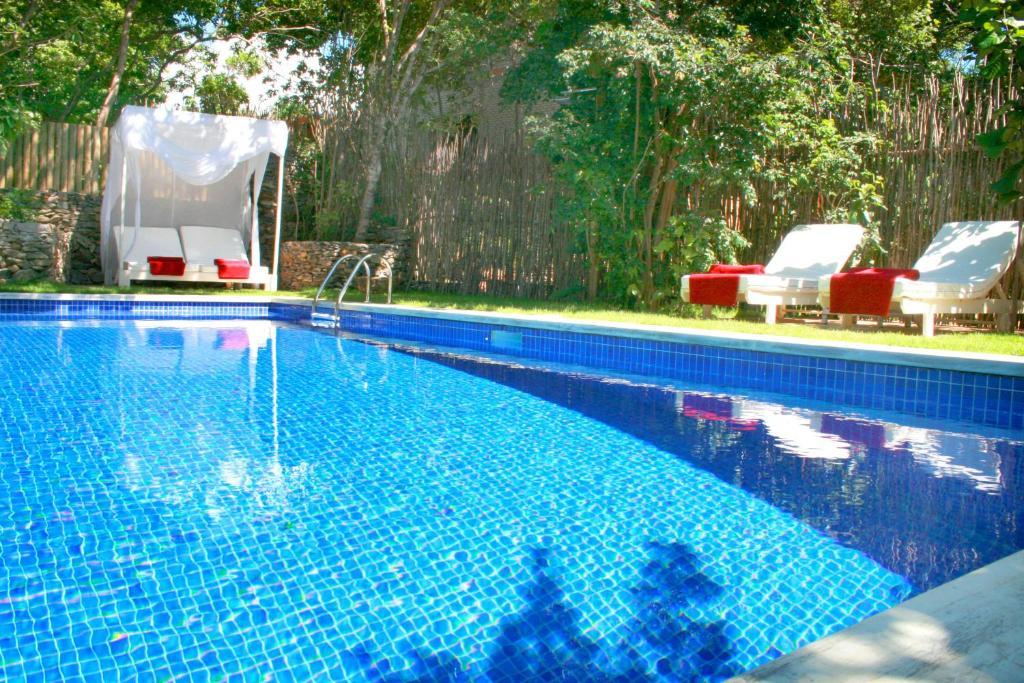 A piscina localizada em Pousada Terra Dos Goitis ou nos arredores