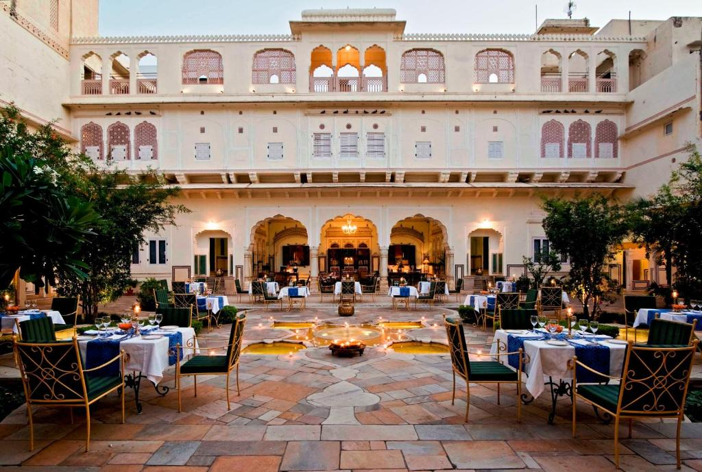 A restaurant or other place to eat at Samode Haveli