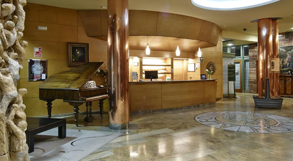 The lobby or reception area at Hotel Alfonso IX