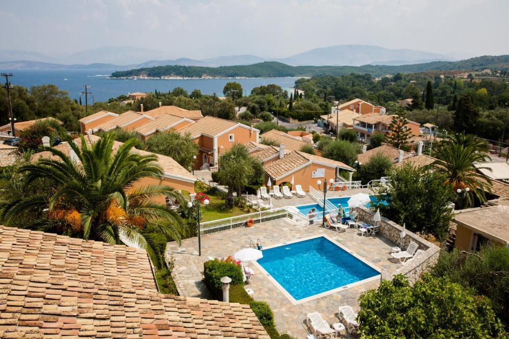 O vedere a piscinei de la sau din apropiere de Memento Resort Kassiopi